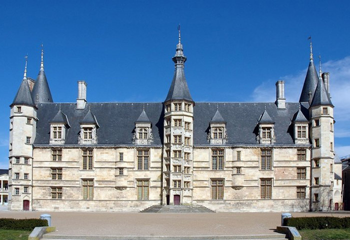 palais ducal a nevers